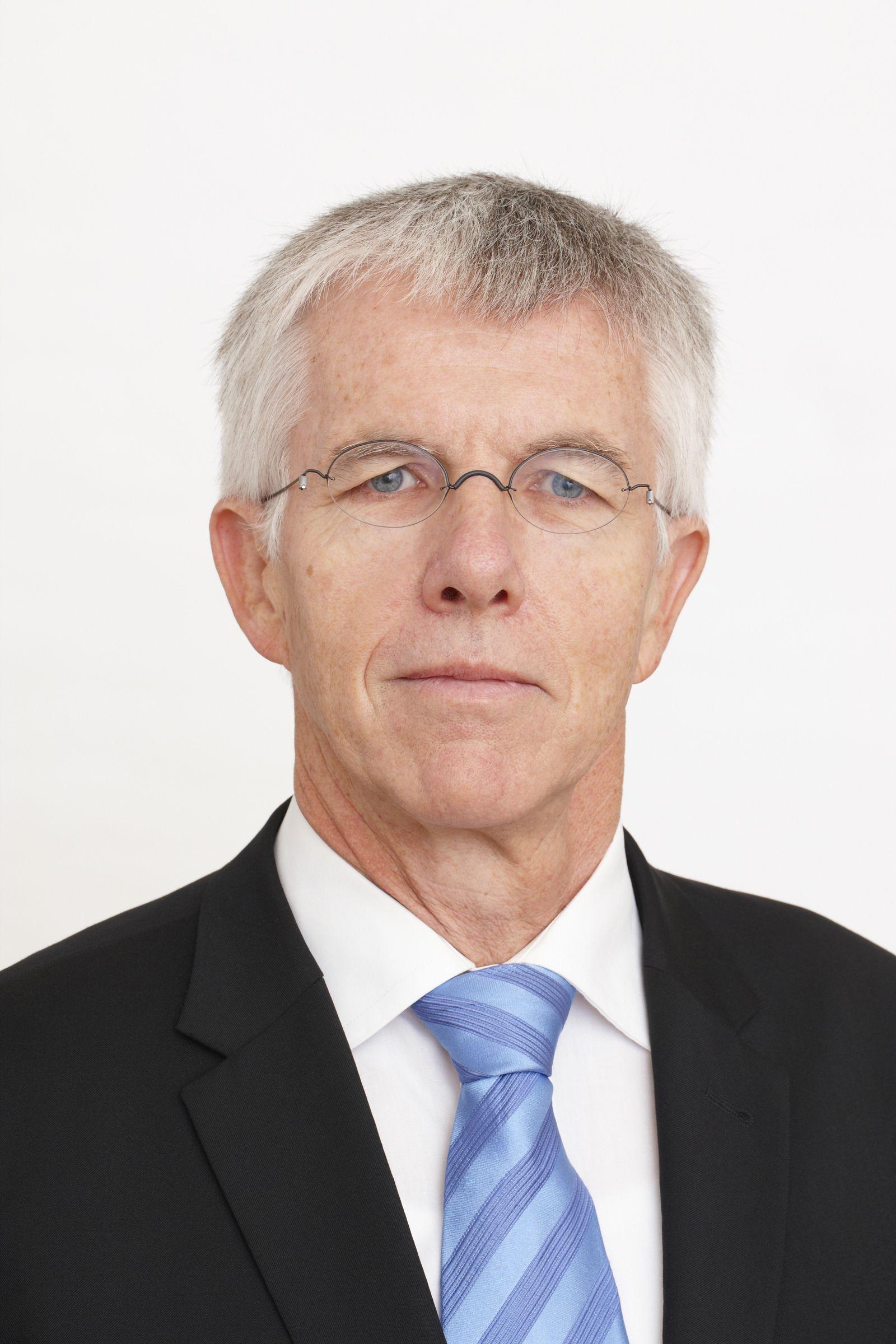 EINMALIGE VERWENDUNG Thomas Straubhaar
