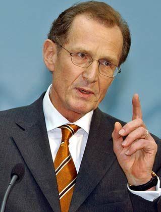 Bert Rürup ist Professor für Finanz- und Wirtschaftspolitik an der TU Darmstadt. Als Leiter der so genannten Rürup-Kommission erarbeitete er Konzepte zur langfristigen Sicherung der Renten-, Kranken und Pflegeversicherung. Im März 2005 hat er den Vorsitz der fünf Wirtschaftsweisen übernommen. Rürup ist SPD-Mitglied.