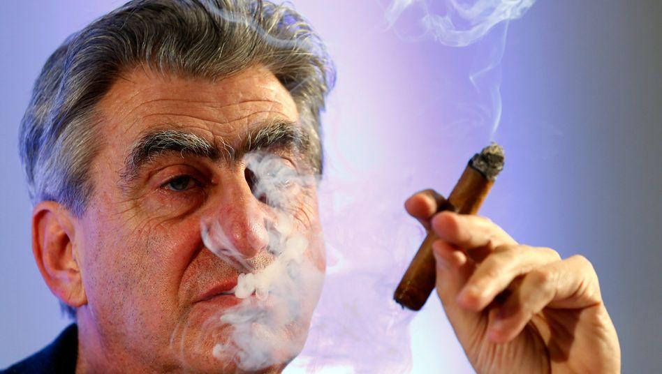 Swatch-Group-Chef Nick Hayek leibt, lebt und raucht.