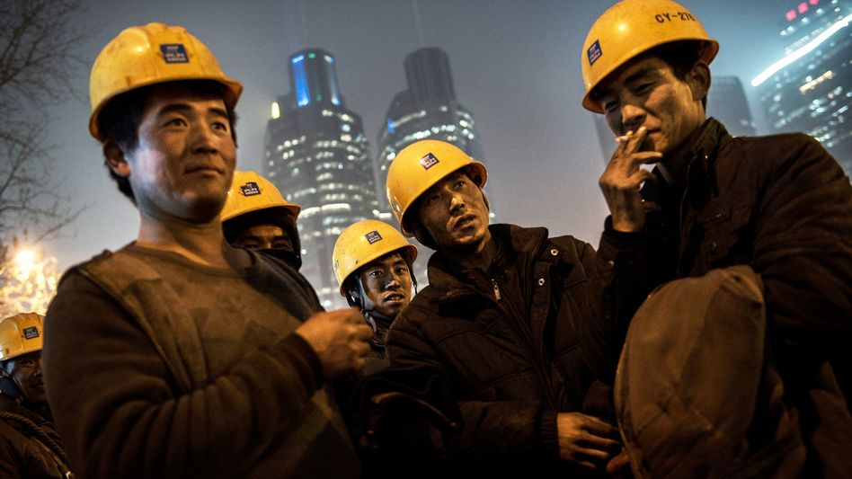 Hoffen auf Gewinne: Chinas Industrie braucht viele Rohstoffe - und viele Chinesen spekulieren auf eine stärkere Wirtschaft und eine Erholung der Preise für Eisenerz und Co.