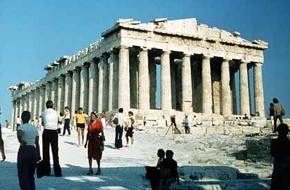Die Akropolis in Athen: Die Metropole verbindet lebendige Geschichte mit einem attraktiven Wirtschaftsstandort