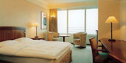 """Betten für Spieler: Das """"Millennium Hotel"""" liegt im SI-Centrum, dem Las Vegas von Schwaben"""