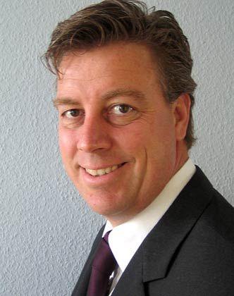 Volker Friedrich sammelte zehn Jahre Berufserfahrung im Industrie- und Anlagengeschäft, bevor er als Senior Consultant zu Roland Berger wechselte. Seit zwölf Jahren ist der Diplom-Kaufmann als Gründer und CEO der GBP International Gruppe in Asien tätig. Das Unternehmen plant und organisiert den Aufbau von Geschäftseinheiten und Joint Ventures in Asien.