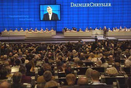 Wenig zu melden: Um die Rechte deutscher Aktionäre (Foto: DaimlerChrysler-Hauptversammlung in Berlin) steht es schlecht