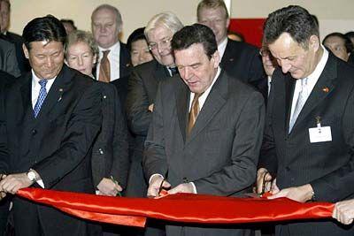 Wirtschaftsdelegation auf Chinareise: Gerhard Schröder mit Michael Frenzel