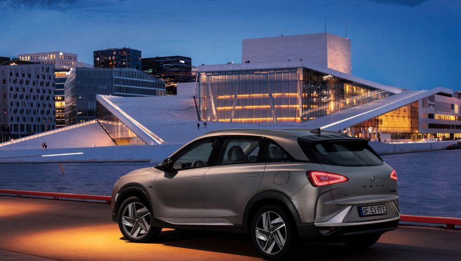 Hyundais Brennstoffzellenauto Nexo kommt mit einer Wasserstoff-Tankfüllung gut 600 Kilometer weit.