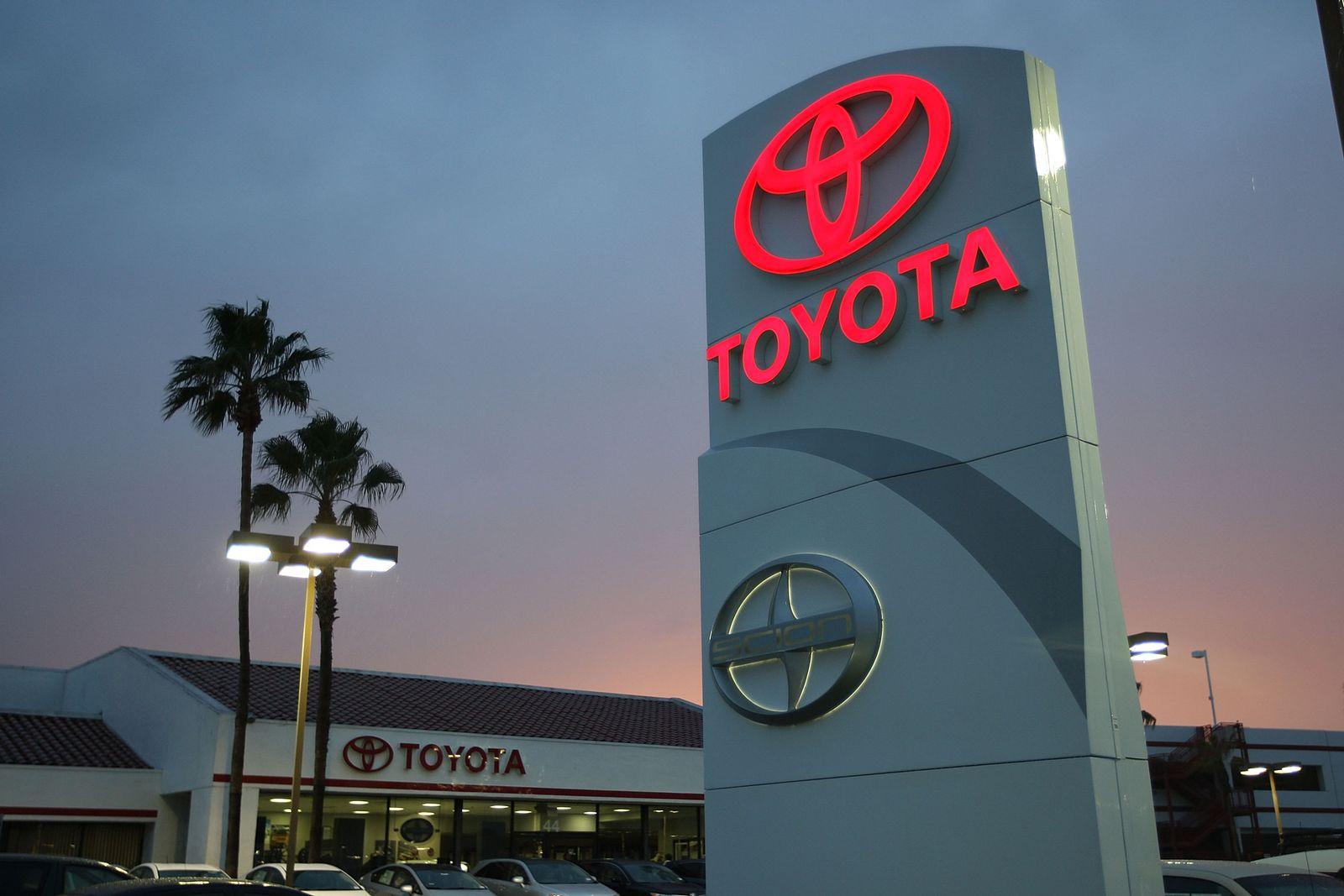 Toyota-Händler in Tustin, Kalifornien