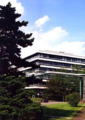 Späteres Verwaltungsgebäude: Bei der Erweiterung seiner Verwaltungsflächen setzte der Henkel-Konzern auf einfache Zweckbauten.