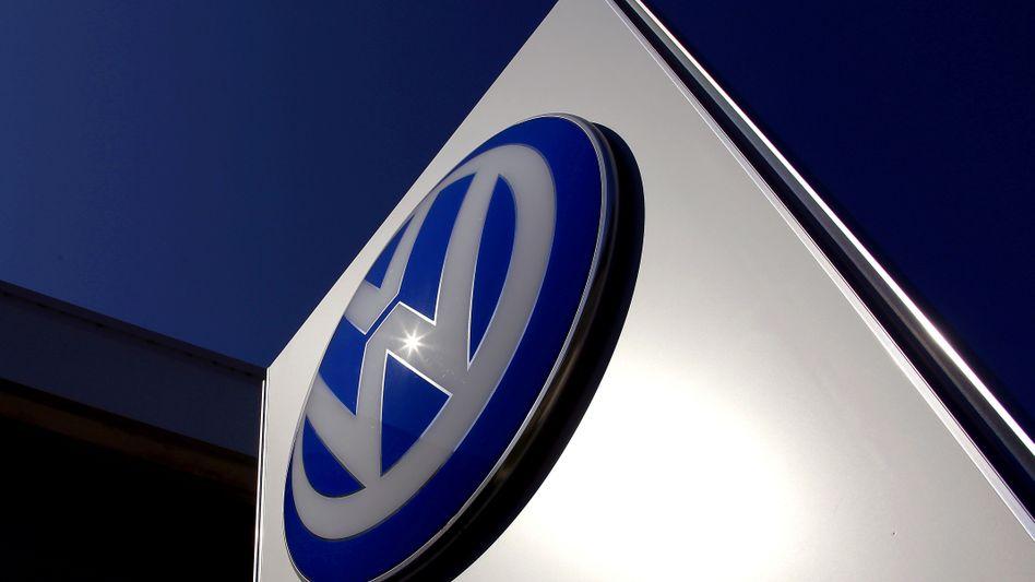 VW-Logo bei einem Händler