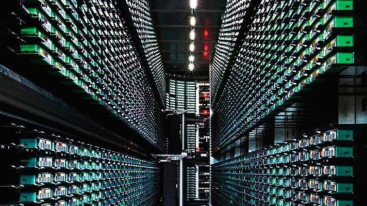 NOCH EIN KÖNIG Googles Rechenzentren könnten bald abgehängt werden