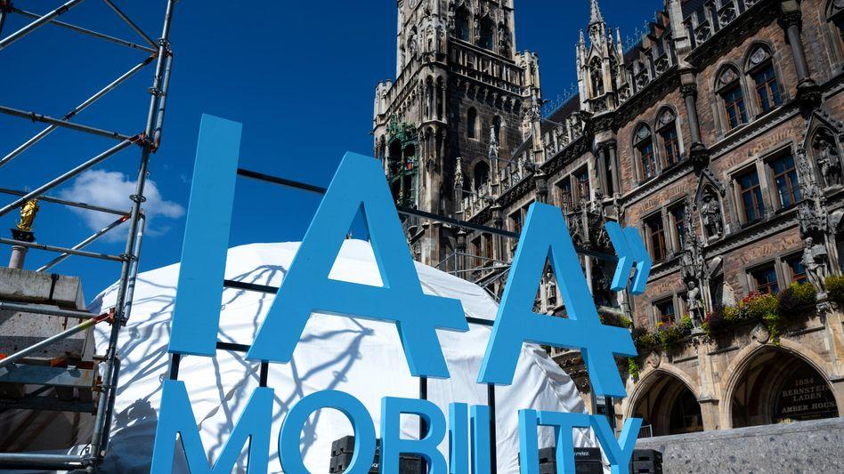 Neuer Ort, neues Konzept: Die Automobilausstellung heißt jetzt IAA Mobility und ist von Frankfurt nach München gezogen - und zwar nicht nur auf das Messegelände dort, sondern wie hier auf dem Marienplatz an mehrere Orte in der ganzen Stadt