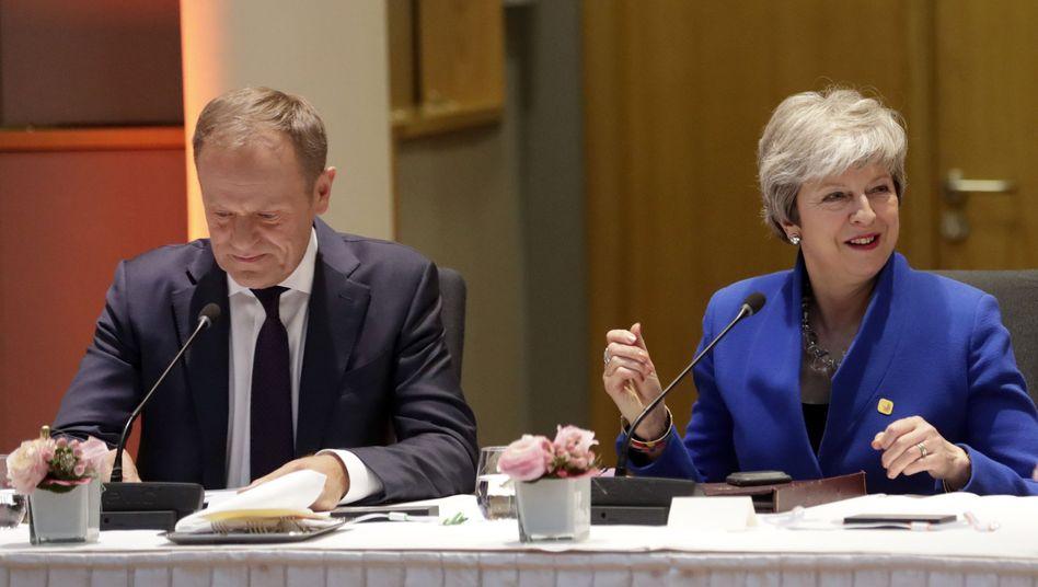 Großbritanniens Premierministerin Theresa May beim Brexit-Gipfel neben Donald Tusk, Präsident des Europäischen Rates
