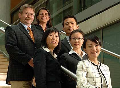 Neue Chancen in Fernost: Manfred Burkert, Partner bei Ernst & Young (l.), mit dem China Competence Team