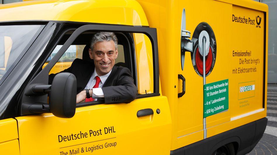"""""""Hoch auf dem gelben Waaagen ..."""": Post-Chef Frank Appel informierte früh über das Vorhaben, einen eigenen Elektro-Transporter für die Zusteller bauen zu wollen. Jetzt ist es soweit: In diesem Jahr geht das Auto in die Produktion"""