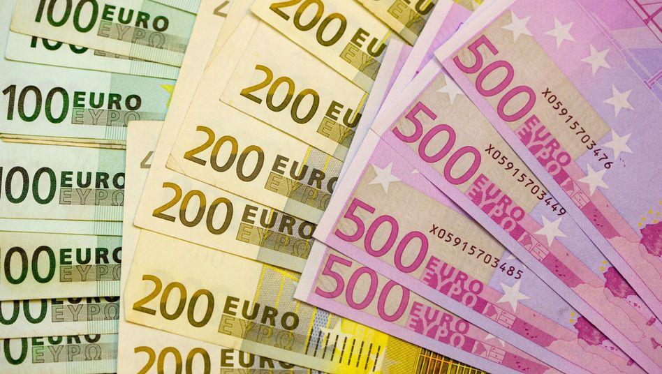 Ab ins Ausland: Viele deutsche Sparer erliegen dem Zins-Lockruf ausländischer Institute