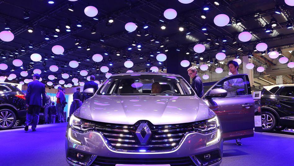 Renault Talisman: Der französische Autobauer verkaufte 2015 so viel wie nie zuvor - ein Grund könnte die hohe Zahl neuer Modelle sein. In den Sog des Abgasskandals geriet Renault erst jüngst