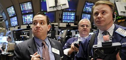 Die Angst will nicht weichen: US-Regierung und US-Notenbank Fed lassen nichts unversucht. Die Leitzinsen sind nahezu auf Null gesenkt, Billionen-Programme zur Stützung des Finanzsystems und der Wirtschaft aufgelegt. Doch Investoren und Märkte bleiben skeptisch.
