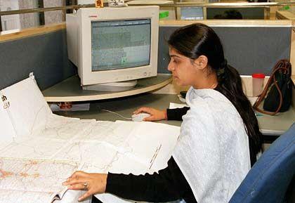 Doppelt so viel denken: Eine indische IT-Fachkraft programmiert europäische Navigationssysteme
