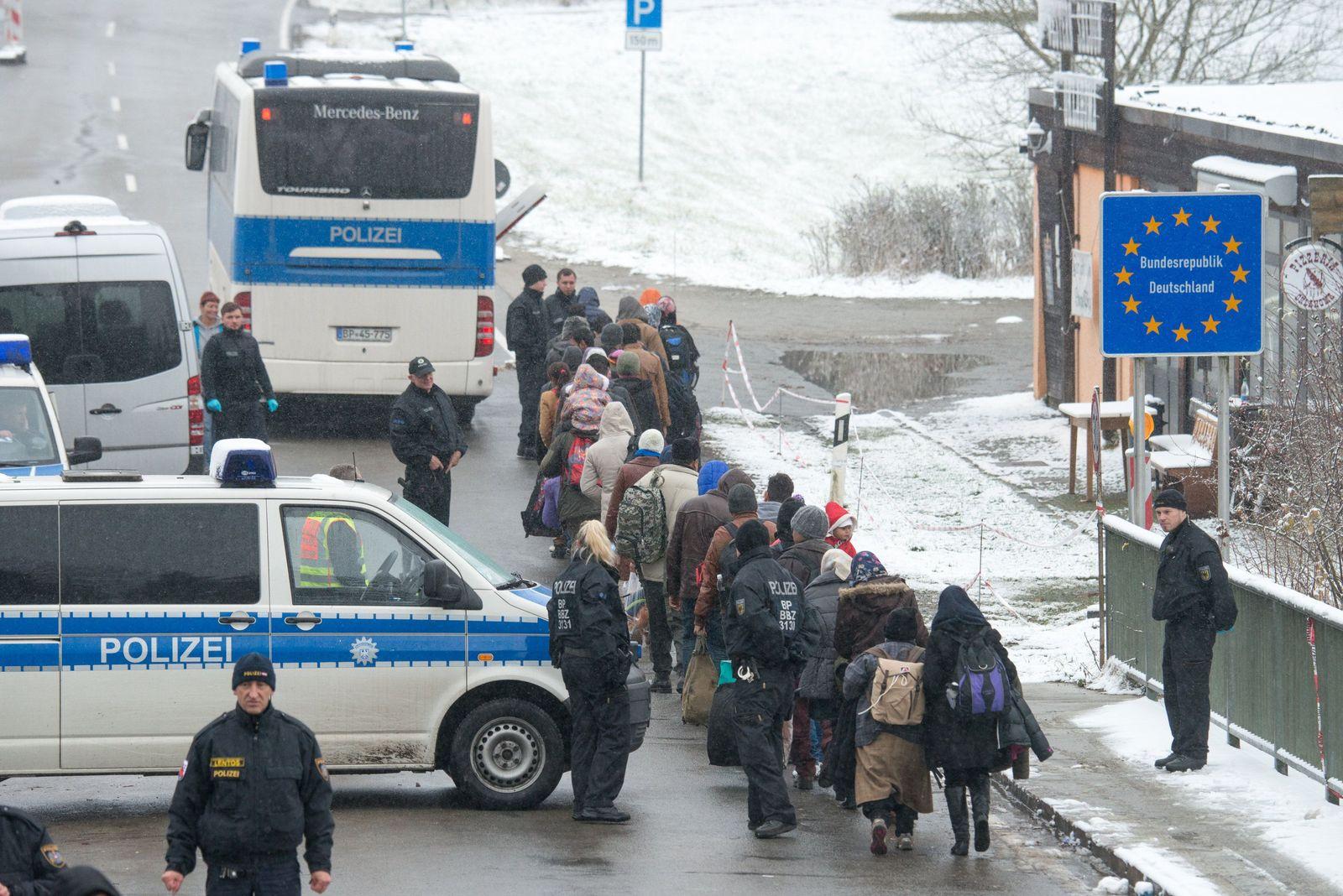 Flüchtlinge / Wintereinbruch / deutsch-österreichischen Grenze