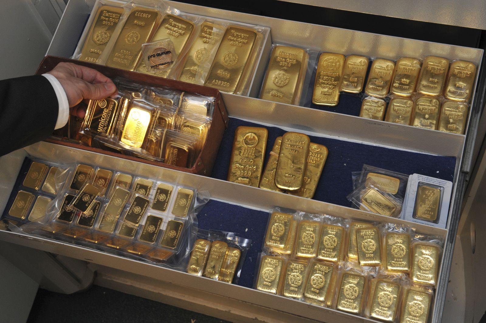 Goldhändler als Krisengewinner / Goldbarren / Gold