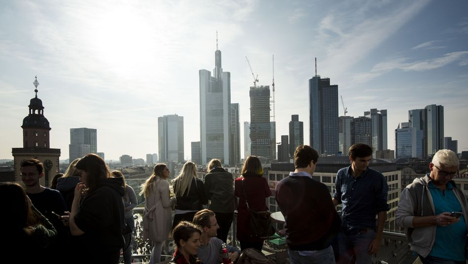 Skyline Frankfurt am Main: Das Homeoffice wird die Nachfrage nach Büroraum deutlich senken, sagt ein Studie voraus