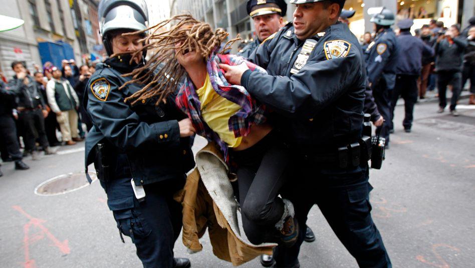 """Occupy-Wall Street-Demonstrant: Verhaftet in New York am """"Day of Action"""" im Finanzviertel der Stadt"""