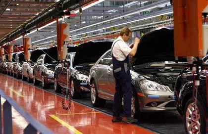 Mercedes-Mitarbeiter: Nur die Einkommen von Arbeitslosen haben sich schlechter entwickelt