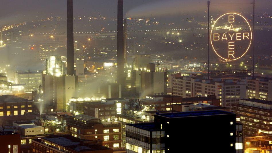 Bayer-Chemiepark in Leverkusen: Geschäft mit Saatgut gleicht Schwäche der Kunststoffsparte aus