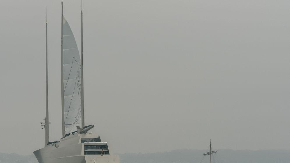 """Probefahrt der """"Sailing Yacht A"""": Futuristischer Mega-Dreimaster auf der Kieler Förde"""