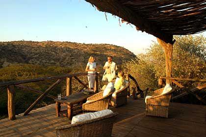 Terrasse der Lewa Wilderness Trails beim abendlichen Sonnenuntergang