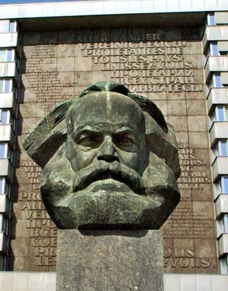 Ideologische Grabenkämpfe des 19. Jahrhunderts: Karl-Marx-Monument in Chemnitz