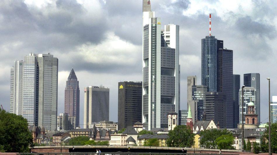 Frankfurter Bankenviertel: Hohe Fixgehälter, sinkende Umsätze