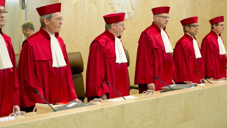 Verfassungsrichter in Karlsruhe: Das Gericht schränkte die Datenweitergabe an Sicherheitsbehörden ein