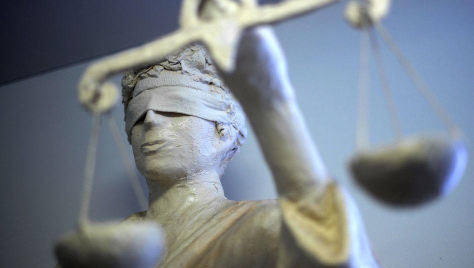 Justitia im Gericht: Die Richter in Hamburg entschieden für die Anleger und gegen Wölbern Invest