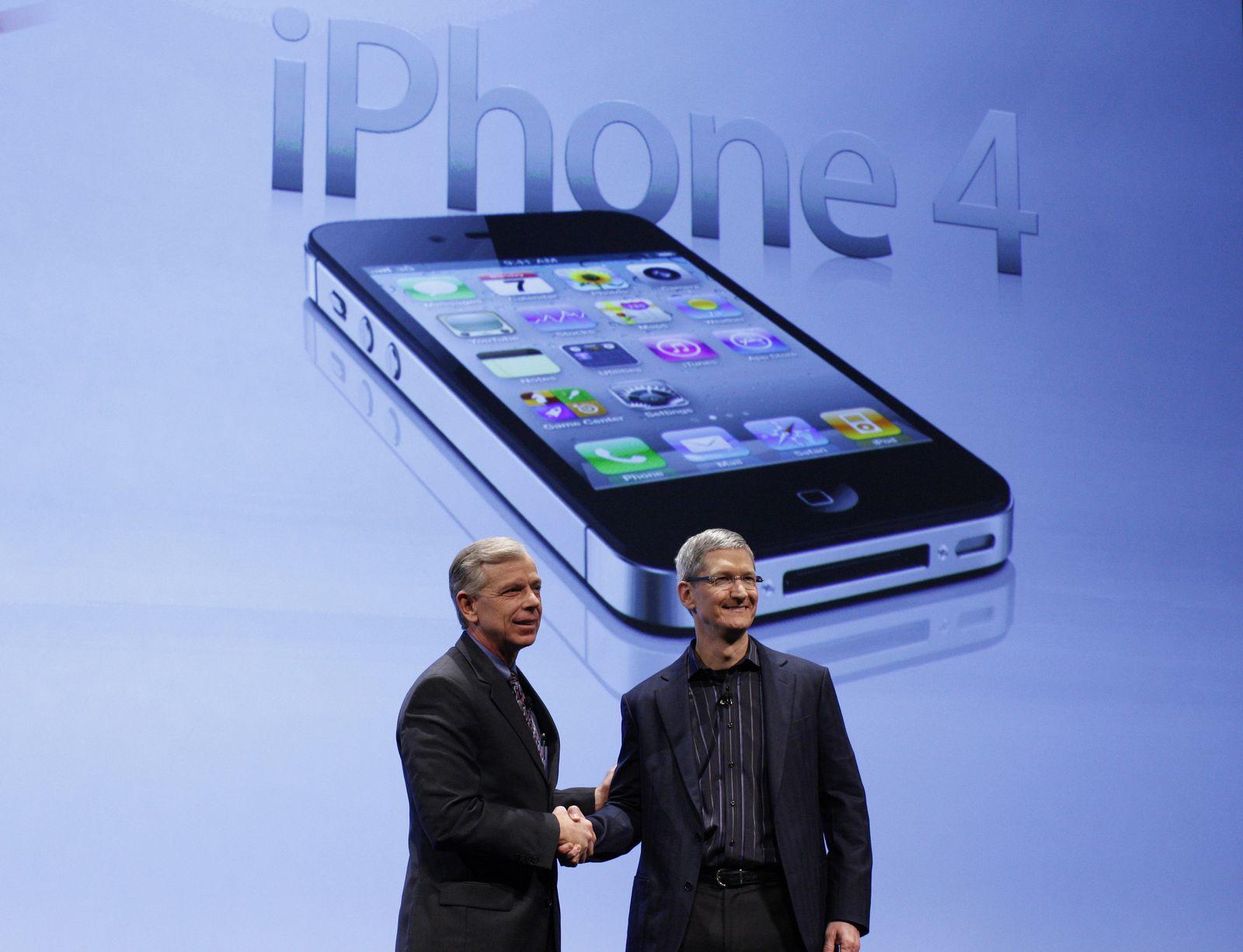 Tim Cook / Apple smiling