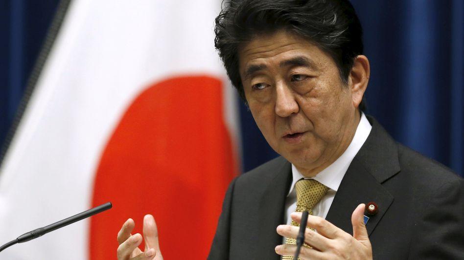 Japans Premier Shinzo Abe: Der verzweifelte Versuch, mit Hilfe der Notenpresse die Konjunktur anzuschieben und aus der Deflations- und Schuldenspirale zu entkommen, ist gescheitert