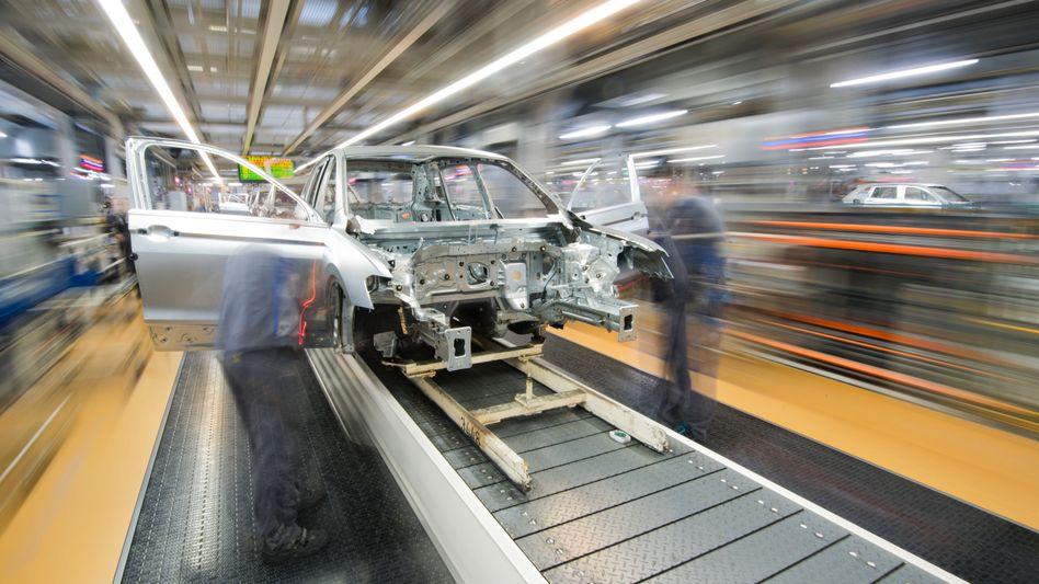 Autobauer werden nicht daran vorbeikommen, ihre Material- und Personalkosten schnell und deutlich zu senken