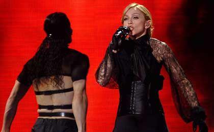 Wählerisch: Trinkt Popdiva Madonna (r.) ohnehin lieber Kabbala-Wasser?