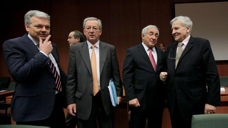Treffen in Brüssel: Belgiens Finanzminister Didier Reynders, Euro-Gruppenchef Jean-Claude Juncker, IWF-Chef Dominique Strauss-Kahn und EZB-Präsident Jean-Claude Trichet (v.l.n.r.) debattieren über die europäische Finanzpolitik