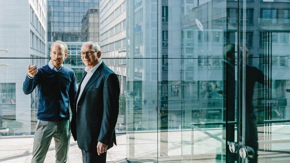 Gutes Binnenklima: Vater Martin (r.) und Sohn Maximilian Viessmann steuern das Unternehmen gemeinsam