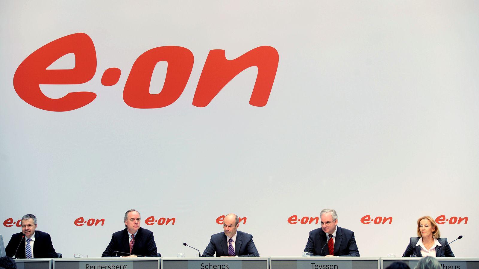 (L-R) Head of Corporate Communications; EON (Kopie)