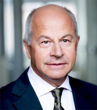 Dieter Hofmann ist Gründer und einer von sechs Partnern der Hofmann Managementberatung. Das Unternehmen mit Sitz in Königstein und München hat sich auf die Suche nach Führungskräften in der Konsumgüterindustrie und im Handel spezialisiert. Dieter Hofmann arbeitet seit über 20 Jahren als Personalberater - sowohl im deutschsprachigen Raum als auch in den angrenzenden europäischen Ländern.