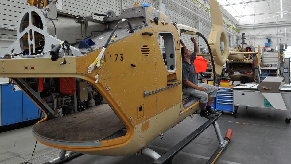 Hubschrauber vom Typ EC 145 in Donauwörth (Bayern): Airbus droht der Bundesregierung wegen des Exportstopps mit einer Untätigkeitsklage