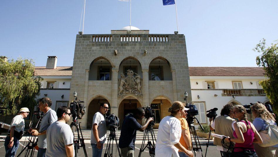 Einsatz auf Zypern: Troika nimmt Gespräche mit der Regierung auf
