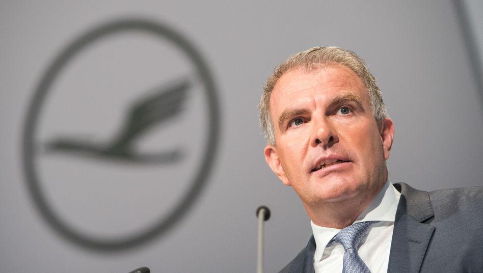 Schließt steigende Ticketpreise nach der Air-Berlin-Übernahme explizit nicht aus: Lufthansa-Chef Carsten Spohr
