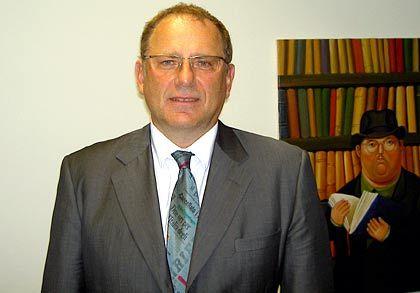 Michael Adams ist Professor für Wirtschaftsrecht an der Universität Hamburg