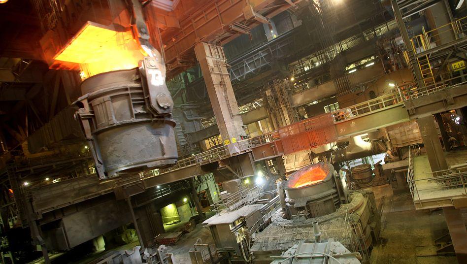 Hochofen von ThyssenKrupp in Duisburg: Gewinnziel für 2017 bleibt bei 1,7 Milliarden Euro