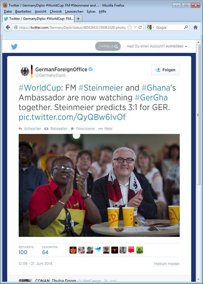 Frank-Walter Steinmeier versteckt sein Bier
