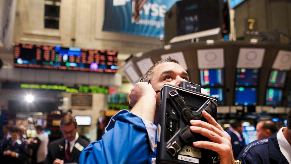 Aktienhändler in New York: Der Dow Jones dreht im späten Handel ins Plus