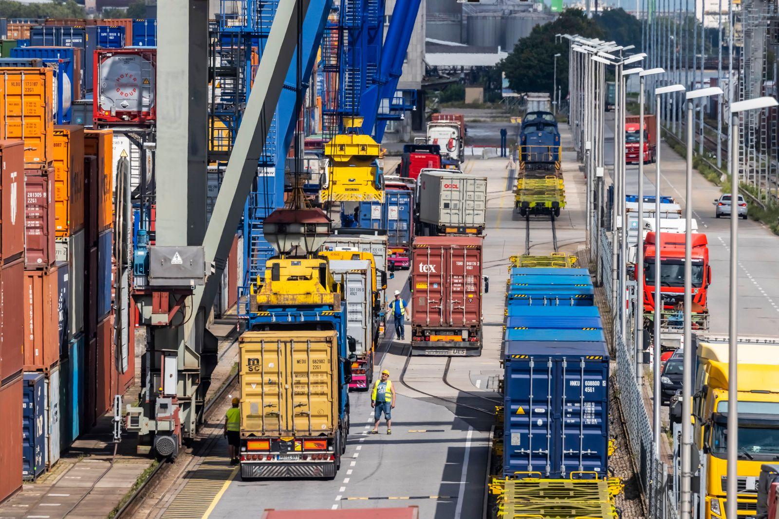Der Mannheimer Hafen ist der viertgrößte Binnenhafen Deutschlands und mit seinem Containerterminal einer der bedeutends